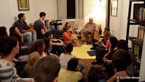 Israelis gather in private homes to hear the experiences of Holocaust survivors