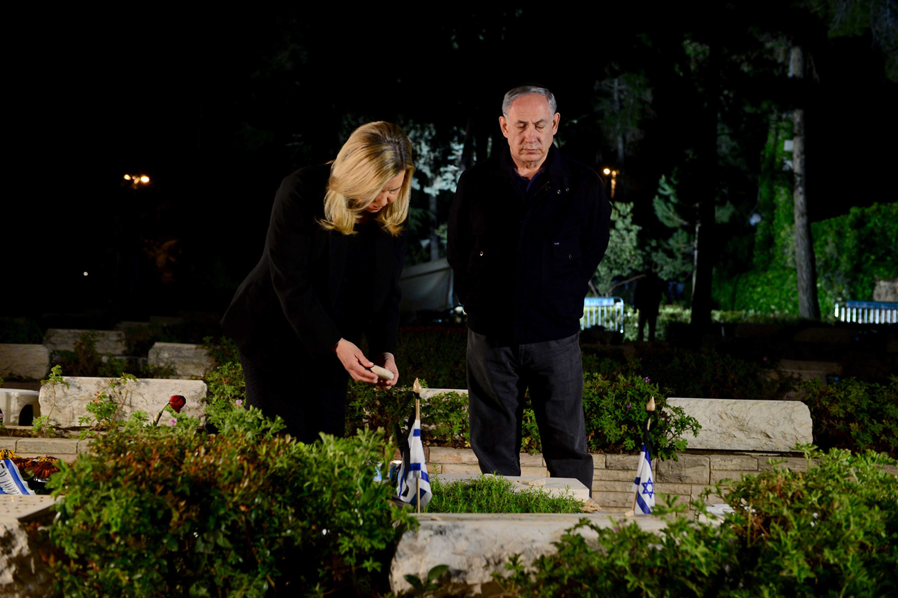 Benjamin Netanyahum, accompanied by his wife Sara, visits the grave of his brother Yoni at Mount Herzl in Jerusalem