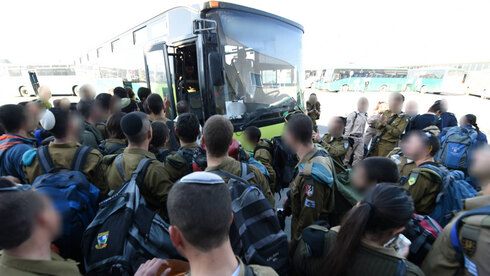 Crowded lines of soldiers waiting to board a bus at Be'er Sheba Centeral Station