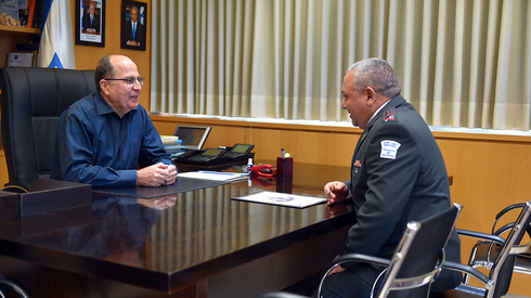 Then-Defense Minister Moshe Ya'alon and then-IDF chief of staff Gadi Eisenkot in 2016