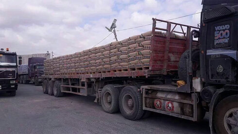 Building materials entering Gaza from Israel in 2016