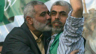 Hamas leader Ismail Haniyeh kisses Yahya Sinwar after his release from Israeli prison in Shalit deal