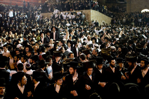 Some 200,000 people expected to arrive and celebrate the holiday at the gravesite of 2nd-century tannaitic sage Rabbi Shimon bar Yochai