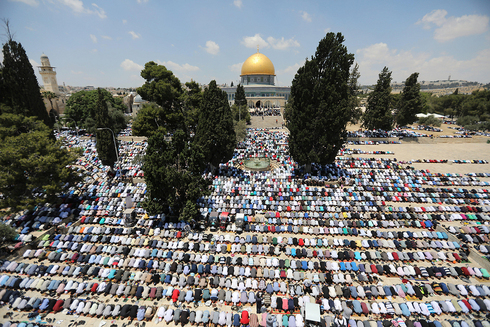 Muslim worshippers holding Ramadan prayers at the Al-Aqsa Mosque in Jerusalem before the pandemic