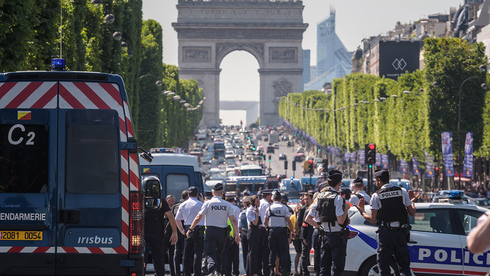 Police gather in central Paris after the attempted attack of several police officers in Champs-Elysees by an Islamist extremist, June 2017