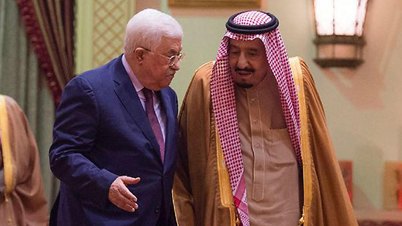 Palestinian President Mahmoud Abbas with Saudi King Salman during a visit to the kingdom in 2017