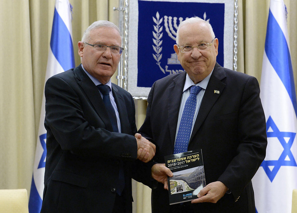 Amos Yadlin presents the INSS annual report to President Reuven Rivlin