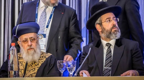 Chief rabbis Yitzhak Yosef and David Lau