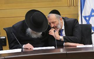 L-R: Housing Minister Yaakov Litzman, who heads the United Torah Judaism party, and Interior Minister Aryeh Deri, who heads Shas
