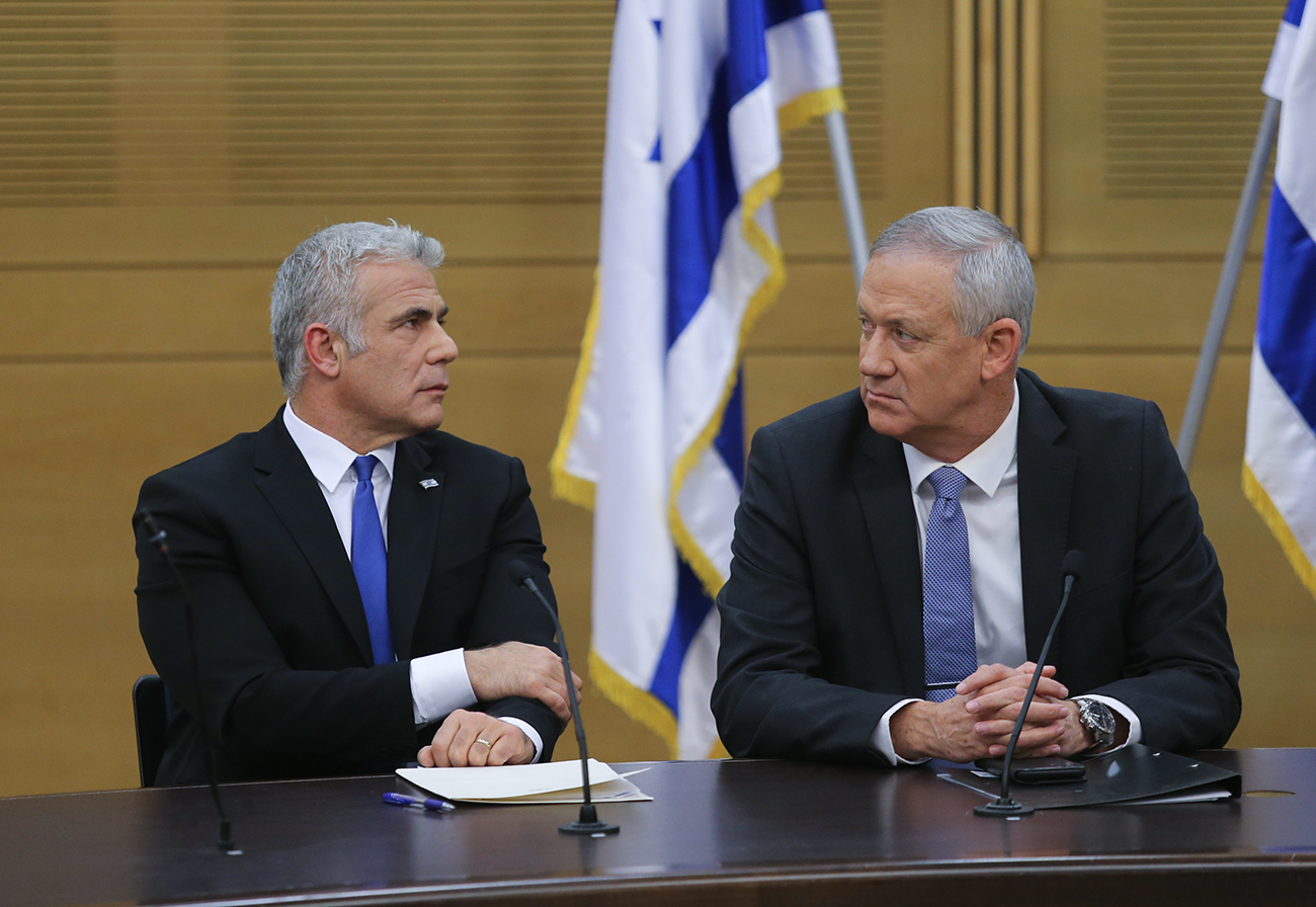 Blue and White leader Benny Gantz, right, with his No. 2 Yair Lapid