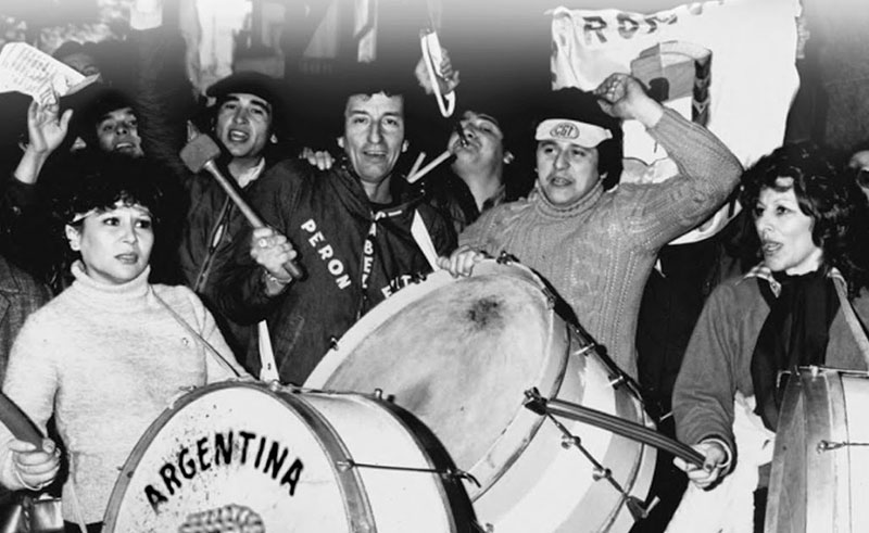 Peron supporters with Bombos
