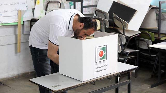 A Palestinian votes in municipal elections in the West Bank in 2017