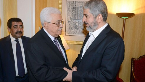 Palestinian President Mahmoud Abbas and Hamas political leader Khaled Mashal meeting in Cairo in 2011