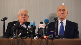 Palestinian President Mahmoud Abbas and former PM Ehud Olmert slam the new U.S. peace plan at a press conference in New York, Feb. 11, 2020