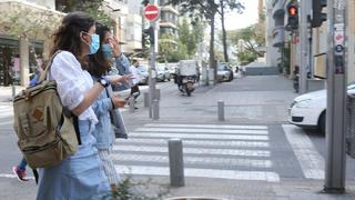 People in surgical masks in Tel Aviv