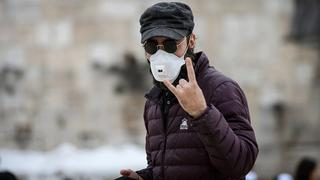 A man with a surgical mask at the Western Wall