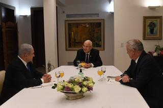 President Reuven Rivlin, center, meets with Benjamin Netanyahu, left, and Benny Gantz before the new agreement was announced