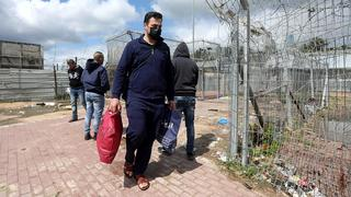 Palestinian day laborers cross into Israel ahead of a prolonged stay