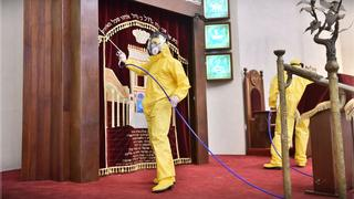Health workers disinfecting Tel Aviv's Great Synagogue
