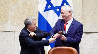 Labor leader Amir Peretz hands Benny Gantz the Knesset speaker's gavel after his election