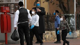 A family with surgical masks in Bnei Brak