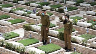 IDF soldiers salute fallen comrades at Mount Herzl military cemetery in Jerusalem