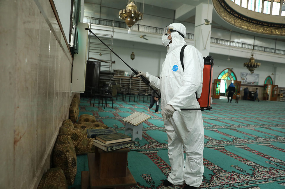Health workers disinfecting a mosque in the Syrian city of Idlib
