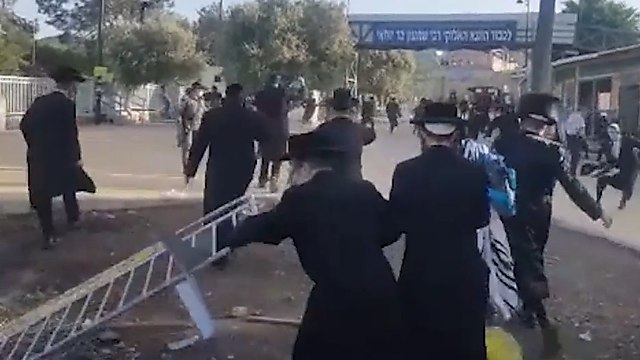 Altercations between Police and ultra-Orthodox workshippers at Mount Meron