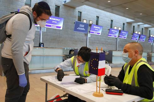 The staff of the French Consulate in Tel Aviv inform passengers departing from Ben Gurion Airport