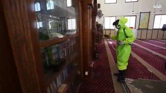 City workers in Gaza disinfect mosques
