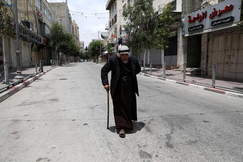 A view of empty street and closed shops ahead of the Muslim holyday of Eid al-Fitr, that marks the end of the fasting holy month of Ramadan, in the West Bank city of Hebron