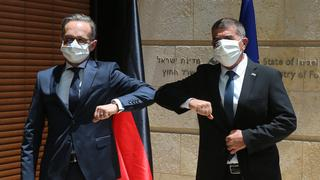Foreign Minister Gabi Ashkenazi, right, meets with his German counterpart Heiko Maas in Jerusalem on Wednesday