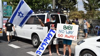 Protesters call for the ouster  of Benjamin Netanyahu outside his residence in Jerusalem