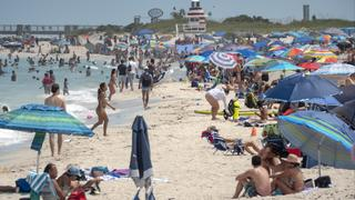 Overcrowded beach in Florida amid coronavirus