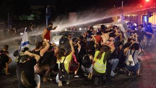 Police in Jerusalem use water cannons against protesters