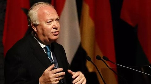 Former Spanish foreign minister Miguel Angel Moratinos addresses the MENA Economic Forum in the UAE, February 2013