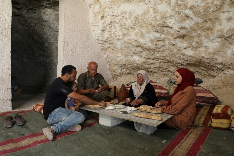 Amarneh and his family eating