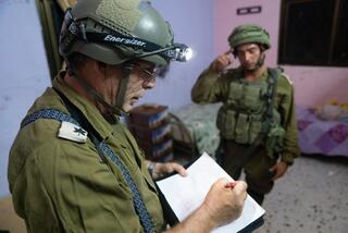 An IDF offcier maps the home of the suspected Palestinian terrorist in 2020