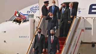 Israeli and U.S. delegations disembark from the plane in UAE