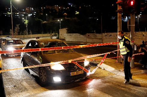 Implementing the curfew in an area of Jerusalem