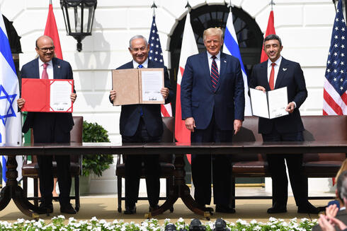 L-R: Bahrain FM Abdullatif al-Zayani, PM Benjamin Netanyahu, U.S. President Donald Trump, and Emirati FM Abdullah bin Zayed Al-Nahyan at the signing of the Abraham Accords at the White House