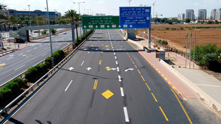 An empty highway at the entrance to Tel Aviv during Israel's second lockdown