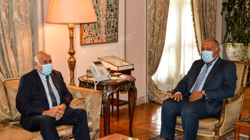 Egyptian Ministry of Foreign Affairs on September 28, 2020 shows Foreign Minister Sameh Shoukry (R) meeting with Jibril Rajoub