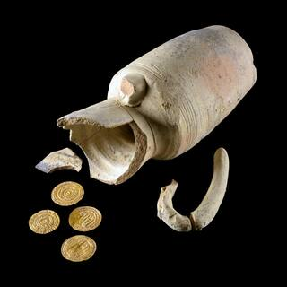 A juglet discovered in an archeological dig in Jerusalem with gold coins from the early Islamic period