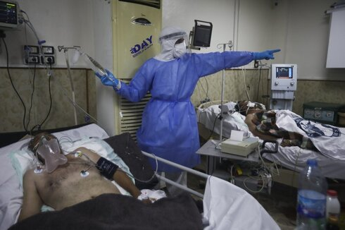 A medic works with corona patientsin a hospital in Idlib, Syria