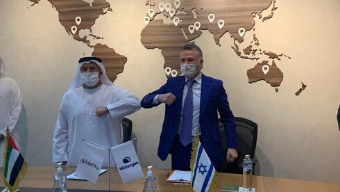 Watergen's president and CEO, Michael Mirilashvili, and Khadim Al Darei, vice chairman and co-founder of Al-Dahra in Abu Dhabi