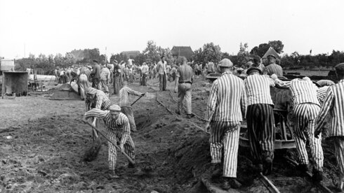 Neuengamme prisoners working on a canal of the Dove Elbe