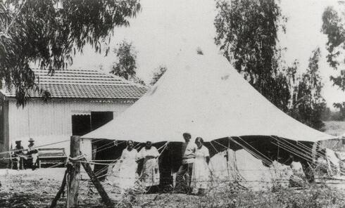 The first health clinic providing services to health fund members in Ein Ganim in 1911