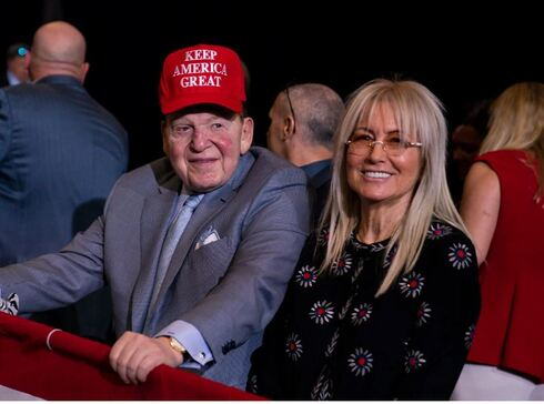 Sheldon Adelson in a MAGA hat with his wife Miriam at a Trump rally in Las Vegas last February