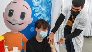 High school students vaccinated in Tel Aviv